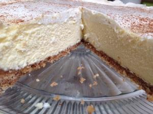 Vanilla cheesecake with a shortbread almond crust
